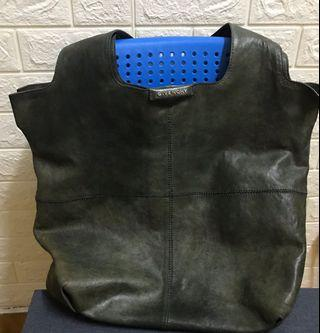 Givenchy bag 70%角位冇破損