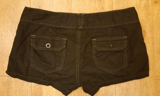 🚚 黑牛仔短熱褲