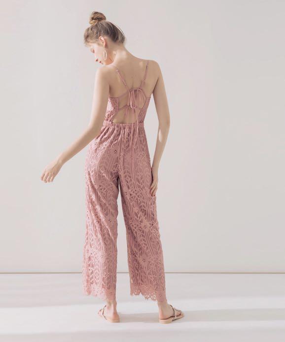 粉色滿版蕾絲露背連身褲