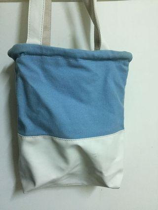 🚚 藍白半帆布包