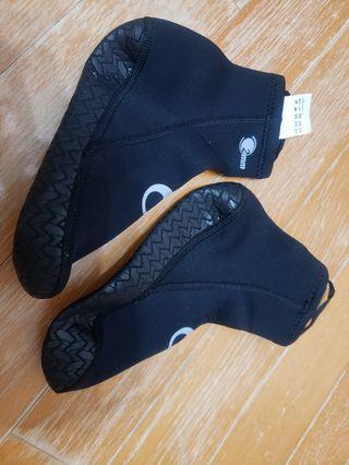 Decathlon 沙灘鞋 Diving sock SCD 2mm thick