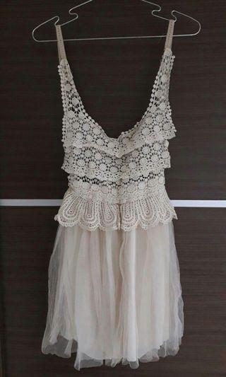 🚚 蕾絲緞帶背心紗裙