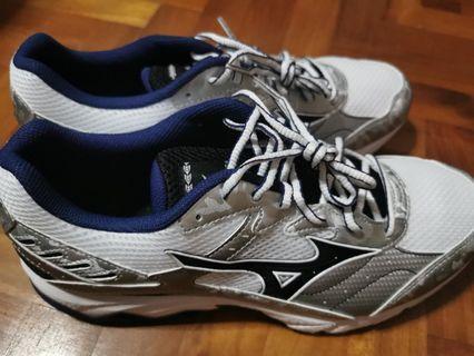 🚚 B/N Mizuno running shoes