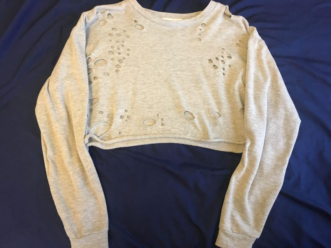 Grey cropped sweater (worn once) size:M fits small
