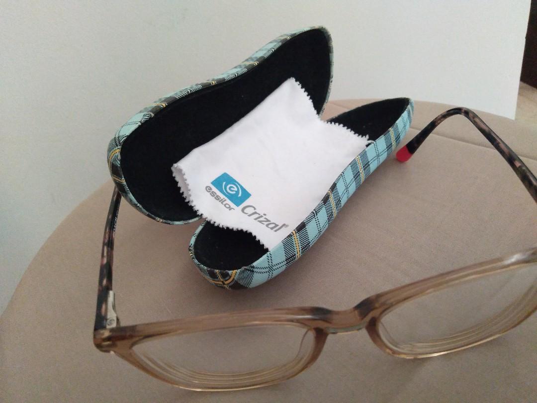 Kacamata minus 2.25, coklat muda