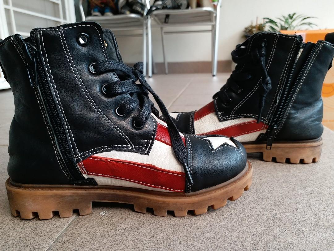 Sepatu captain America
