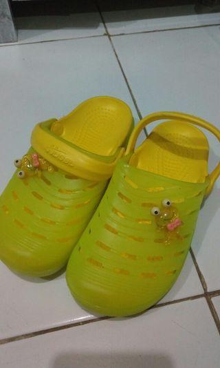 Sandal karet huboll