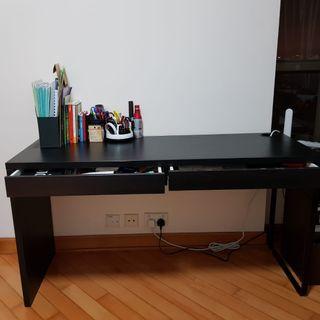 LAST DAY SALE! 最後大減價! Desk with 2 drawers 書枱兩個櫃筒