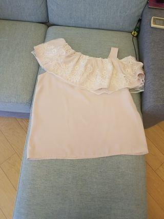 粉紅lace上衣,吊帶穿闊度可摭蓋bra 帶