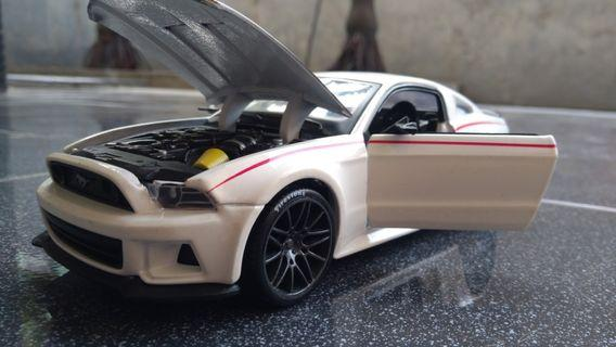 Maisto 2014 Ford Mustang GT 1:24