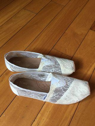 TOMS White lace flats