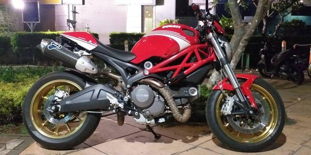 Ducati Monster 696 ITALY (2011) Low KM Full Spec