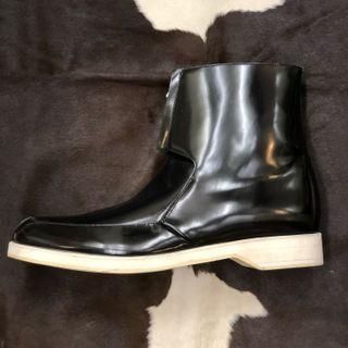 Shiny Patent black boot EU9