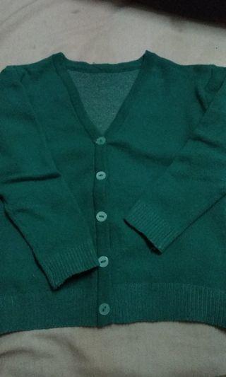 cardigan hijau edisi ngurangin baju
