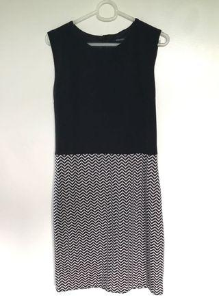 SM Woman black and white office dress