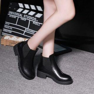 🚚 Black Faux leather Ladies Boots