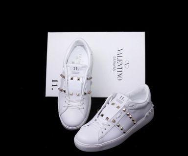 #VALENTINO波鞋 #白色鍋釘 #MW2S0A01 BHS 牛皮 #全新 #尖沙咀利時中心1409室 #香榭站