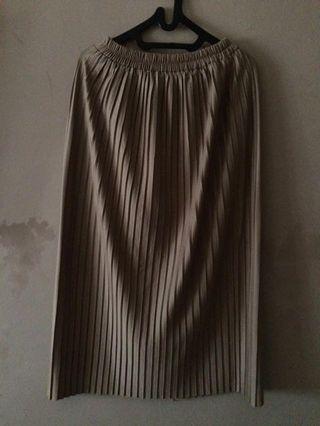 Pleated brown skirt