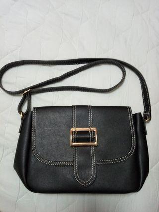 🚚 Black Trendy Sling Bag