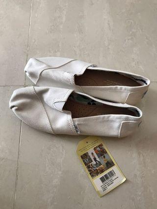 Brand New White Toms