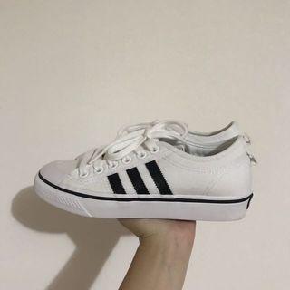 Adidas黑線小布鞋