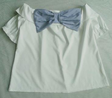 🚚 米白色棉質一字領蝴蝶結上衣