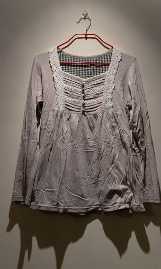 🚚 森林系米色棉質胸前綴蕾絲長袖上衣