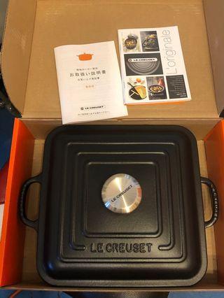 Le Creuset 24cm square buffet black color