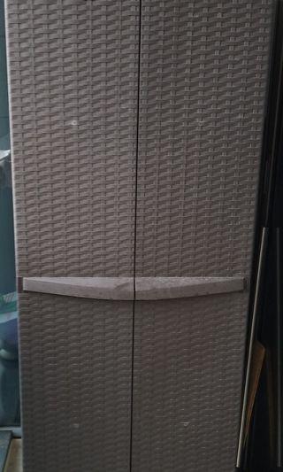🚚 Good condition outdoor 2 doors cabinet