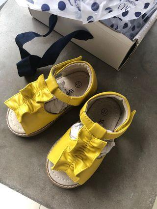 🚚 Baby Girl Yellow Open Toe Sandals