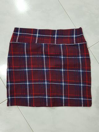 🚚 Checkered red mini skirt