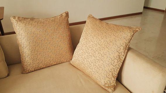 2 cushions light mustad colour