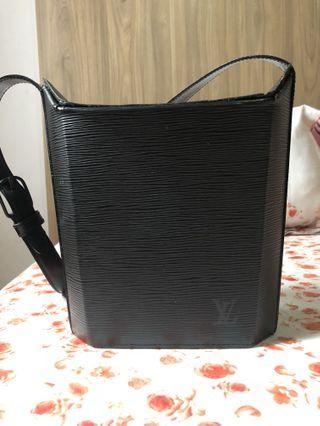 Lv  authentic black epi sac seau bag