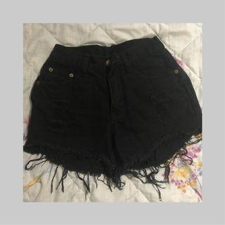 🚚 ⛓ Black ripped denim shorts