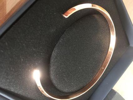 DW bracelet