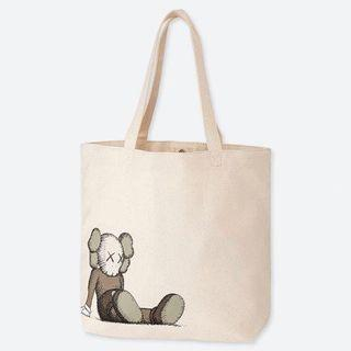 🚚 Uniqlo Kaws tote bag