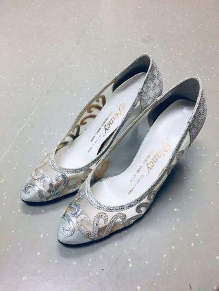 Tailor made wedding shoes