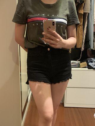 🚚 夏天黑色短褲 包臀側邊高低設計