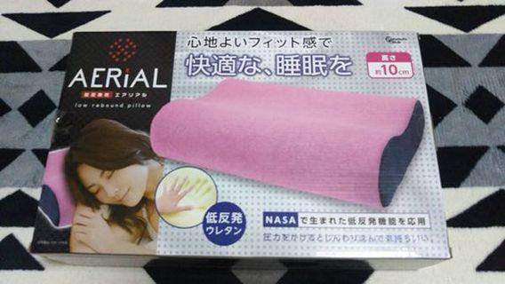 Medium size memory foam pillow.