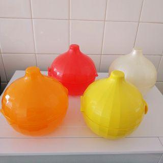 Tupperware x4 onion / garlic containers