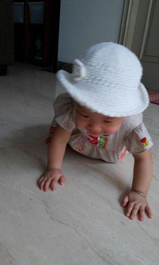 Topi baby girl putih rajut, cantik!