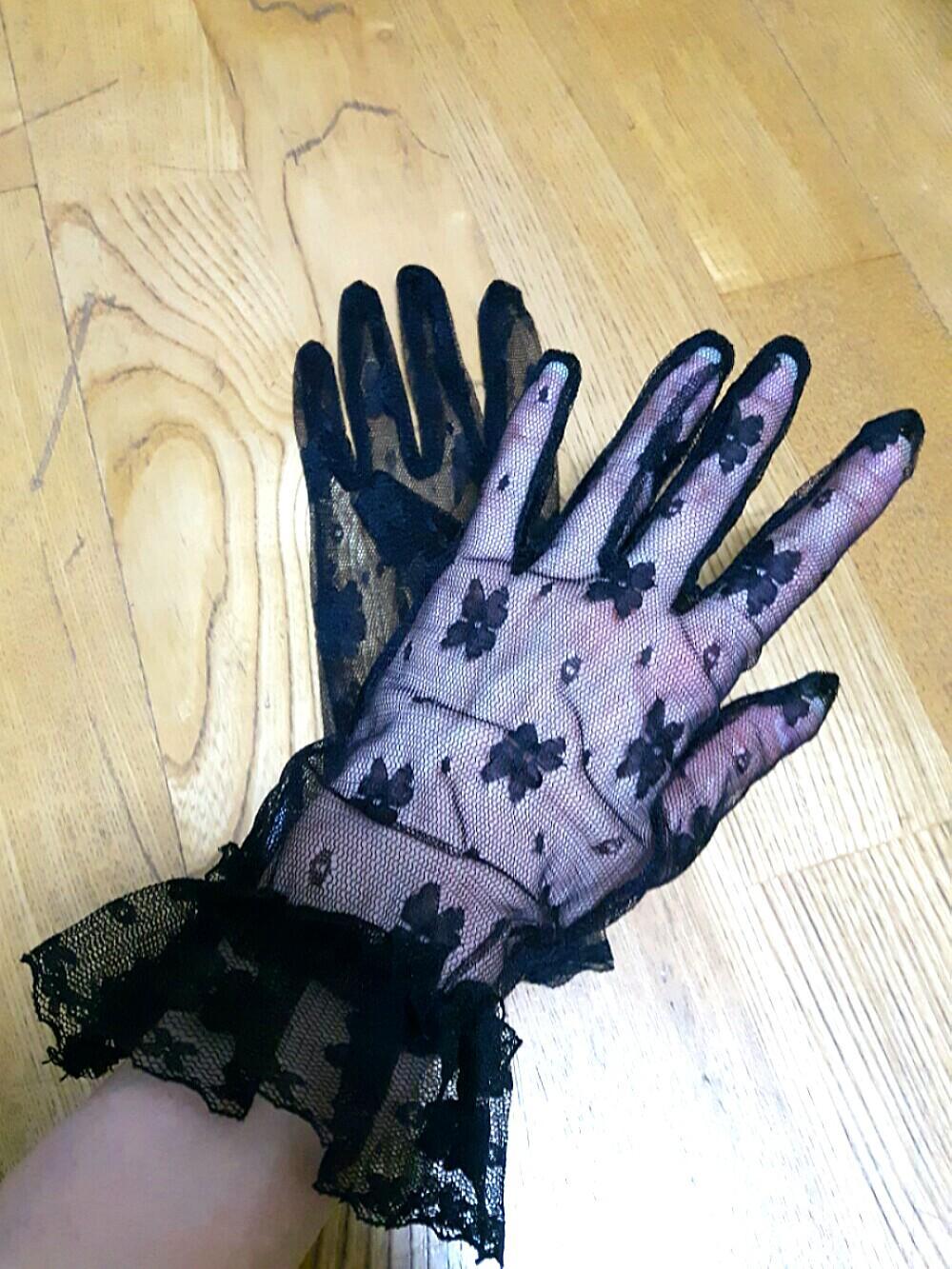 黑色蕾絲手套,適合搭配小禮服或是表演活動