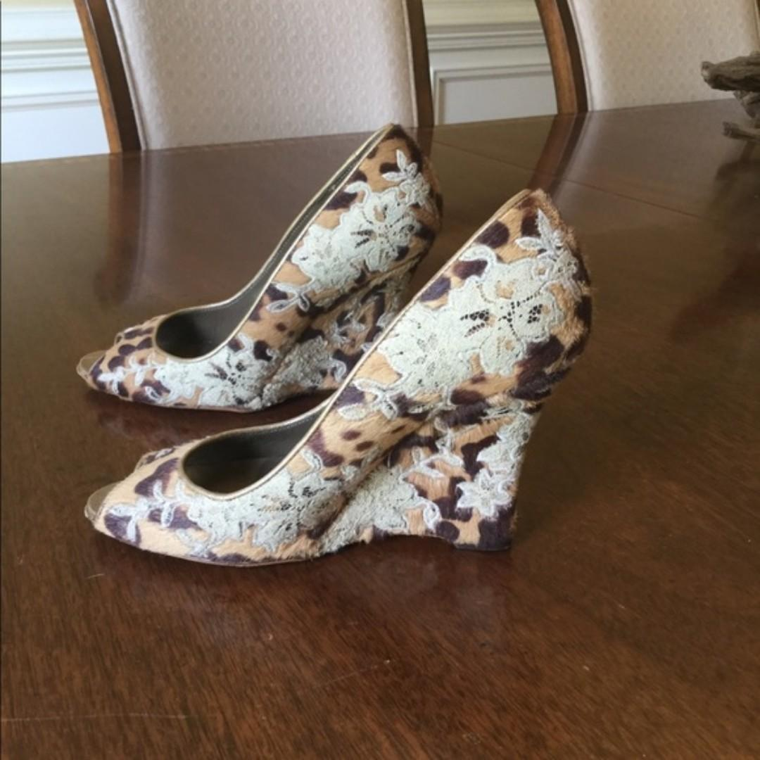 Beautiful and gorgeous desinger (Valentino) Wedges on sale!