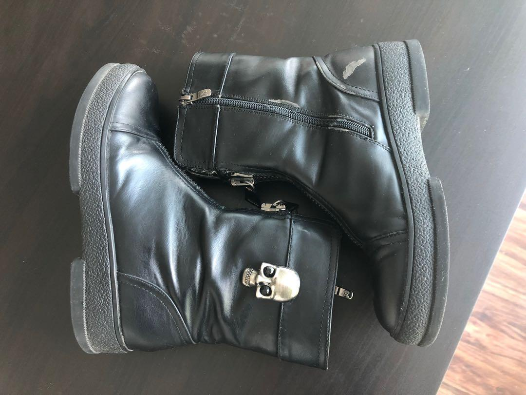 Size 8 authentic leather fall/winter boots with skull decoration