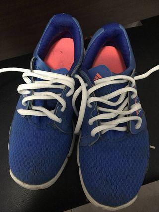 🚚 Addidas sports shoes