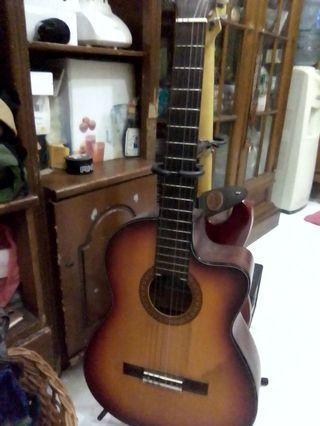 Gitar yamaha akustik elektrik...murah dan enak di mainin