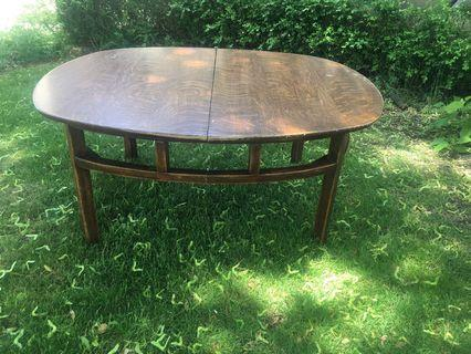 Solid wood coffee table (antique)