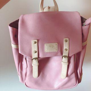 粉紅色背包