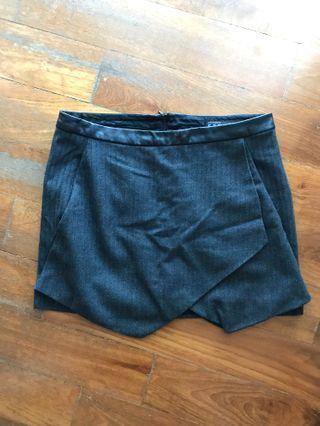 🚚 Zara skirt with leather trim