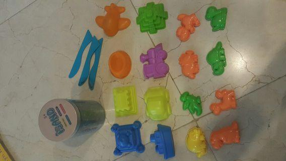 Kinetic sand and moulds